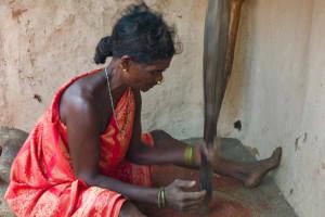 TribalWomenWorking-005